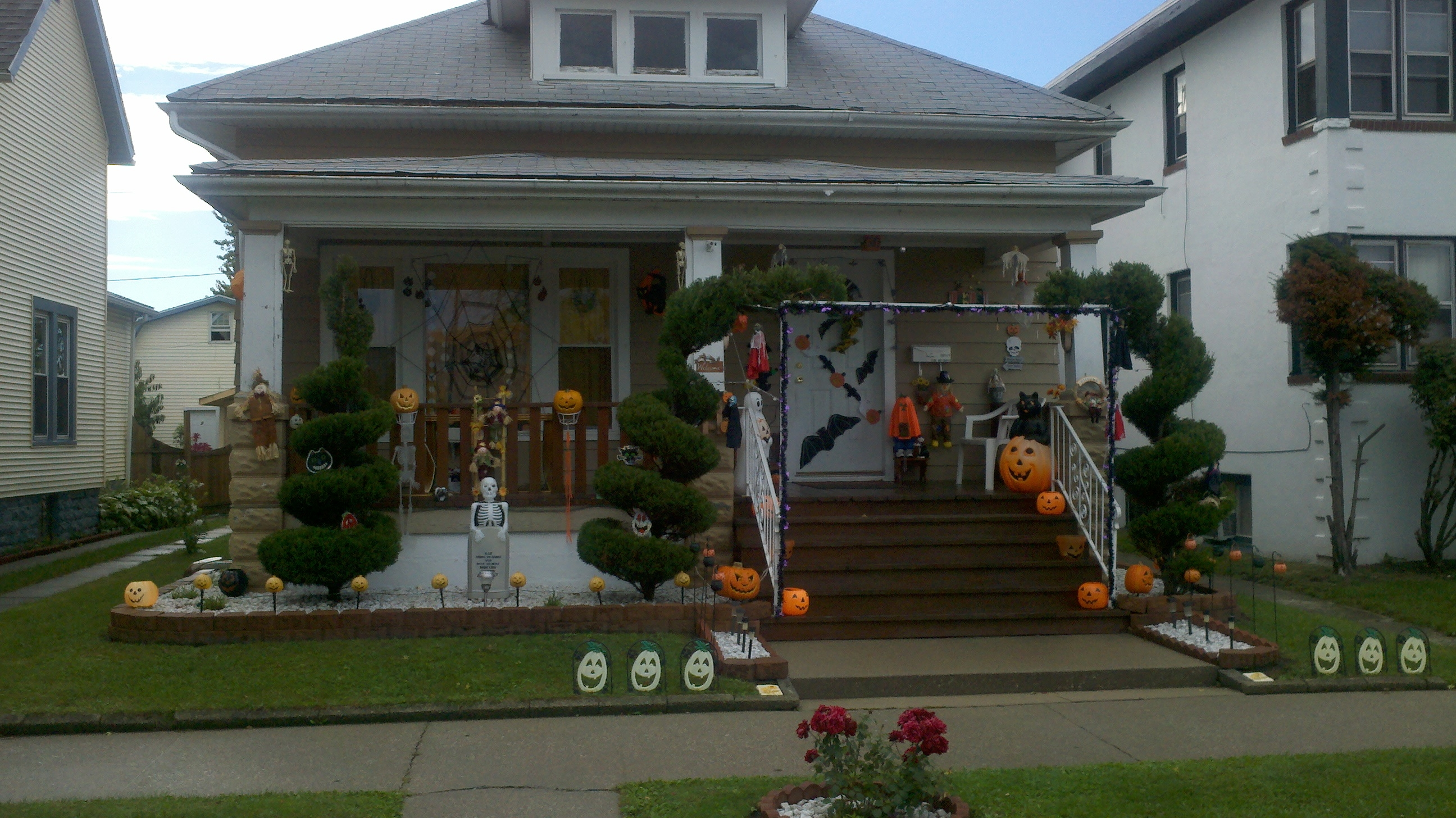 Halloween notes from rumbly cottage for Outside halloween decorations to make at home
