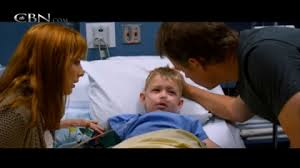 Kelly Riley, Connor Corum, and Greg Kinnear in Heaven is For Real